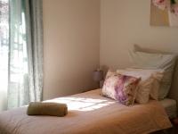 large-cottage-bedroom-cr